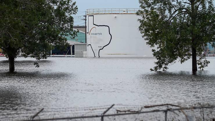 Das überschwemmte Gelände der Chemie-Fabrik vor der Explosion (Archiv)