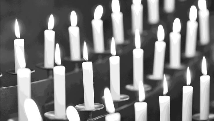Die Polizei rät: Kerzen nicht ohne Aufsicht brennen lassen.