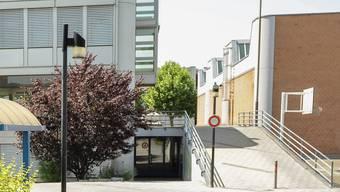 Einer der heutigen Standorte der Sek-Schulhäuser in Muttenz. (Archiv)