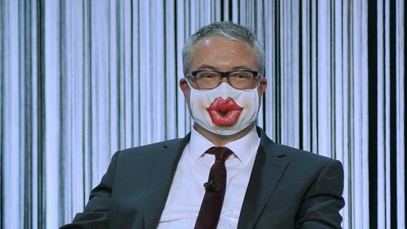 Remo Ankli am Wahlpodium mit Maske