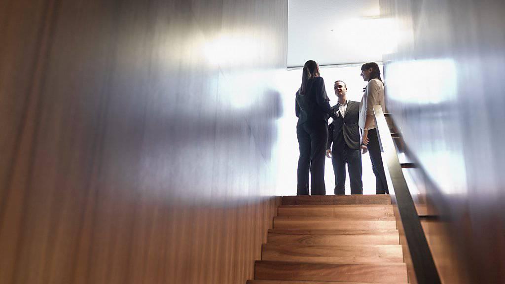 Bei Banken verdienen Frauen im Schnitt 23,6 Prozent weniger als ihre männlichen Kollegen - die Schere öffent sich besonders mit zunehmendem Alter und der Dauer der Dienstjahre. (Themenbild)