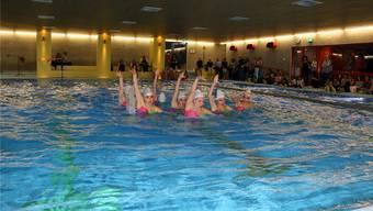 Beim Hallenbadfest zur Einweihung vom letzten Freitag zeigten die Synchronschwimmerinnen des SV Basel ihr Können. Gaby Walther