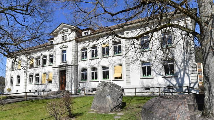 Nicht nur im Inselischulhaus muss das Schulraumproblem so früh als möglich angegangen werden, auch die anderen Schulhäuser in Balsthal sind randvoll.