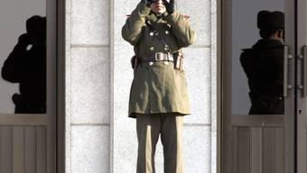 Ein nordkoreanischer Soldat bewacht die Grenze (Symbolbild)