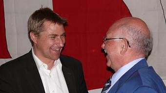 Der «Stargast» Brunner mit Emil Meier, Präsident der neu gegründeten SVP Künten. (atp)