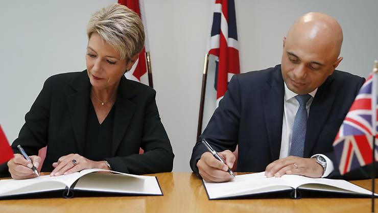 Justizministerin Karin Keller-Sutter und Grossbritanniens Innenminister Sajid Javis haben am Mittwoch in London ein Abkommen unterzeichnet, mit welchem die Staaten die Polizei- und Terrorismuskooperation verstärken.