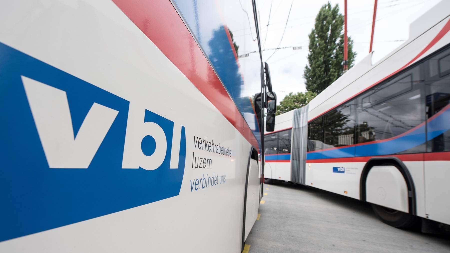 Ein Bus der VBL am Bahnhof Luzern.