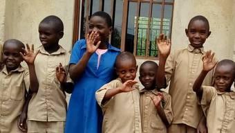 Der ursprüngliche Anstoss für das Hilfswerk war, Waisenkinder von der Strasse zu holen. Das Waisenhaus gibt es noch immer – hier erhielt ein Teil der Kinder neue Schuhe – , aber der Stiftungszweck wurde ausgeweitet.
