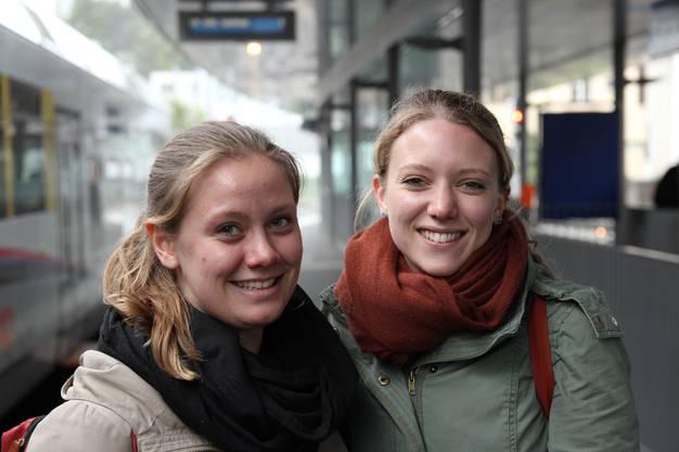 «Wir studieren beide in Zürich. Die Anschlüsse auf den Zug sind genial. Ausser am Freitagabend und am Wochenende – da liegen ab und an Bierflaschen herum – ist es in der Bahn sehr sauber.»