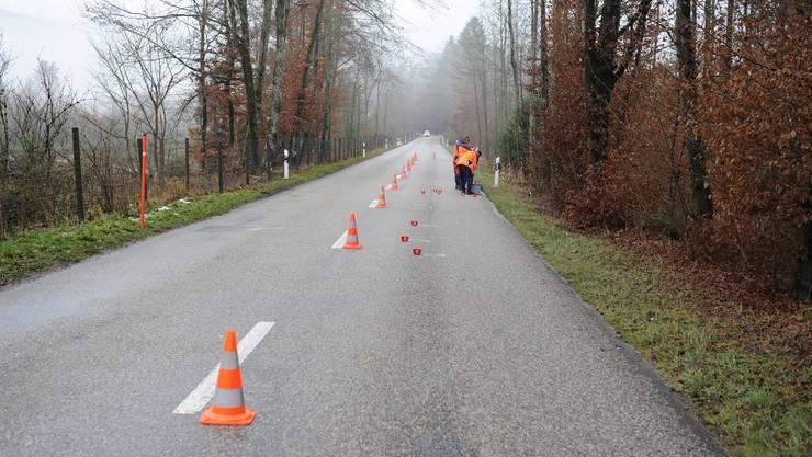 Eine Fahrspur der Fulenbacherstrasse ist nach dem Unfall abgesperrt