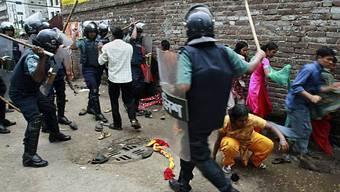 Mehrere hundert Menschen in Dhaka verletzt