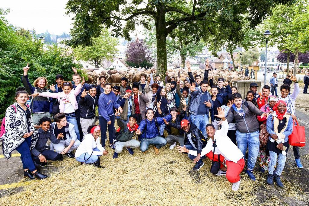 Die 50-köpfige Gruppe Schüler... (© RaphaelRohner.FM1Today)