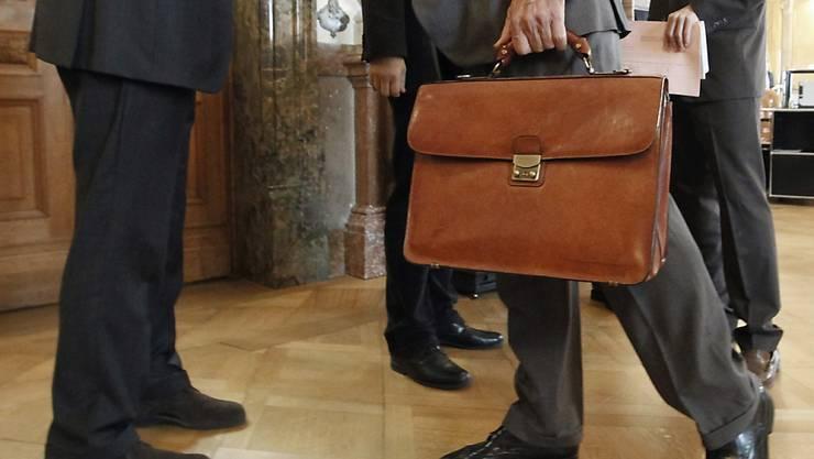 In der Wandelhalle des Bundeshauses treffen sich Parlamentsmitglieder mit Lobbyisten. (Symbolbild)