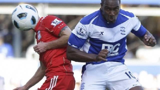 Liverpools Paul Konchesky (l.) im Kopfballduell mit Cameron Jerome