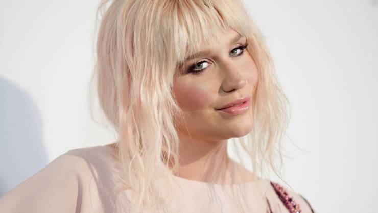 Weil sie versprochen hat, brav zu sein und an den Billboard Awards nicht über ihren Ex-Manager zu lästern, darf Kesha an der Gala am Sonntag auftreten.