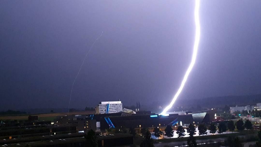 7'500 Blitze und Orkanböe: Die Schweiz hat eine stürmische Nacht hinter sich