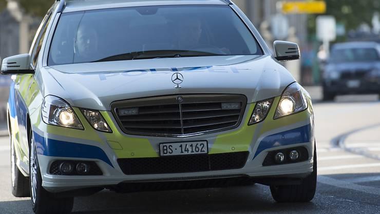 Ein flüchtiger Einbrecher wurde von einem Polizeiauto erfasst. (Symboldbild)