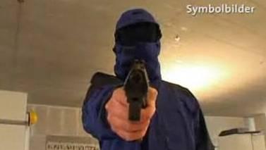 Zürich: Restaurantangestellte in Lagerraum mit Waffe bedroht. (Symbolbild)