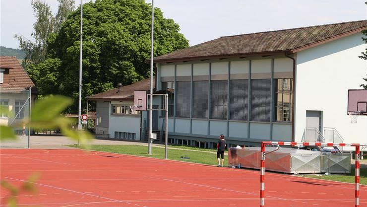 Die Einfachturnhalle in Herznach ist teilweise mit bis zu 40 Personen gleichzeitig belegt, die dort Sport treiben. Dennis Kalt
