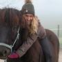 Kann wieder lachen: Lea Sigmarsson, Betreiberin des Islandpferdehofs in Kaisten, auf Náttfari.