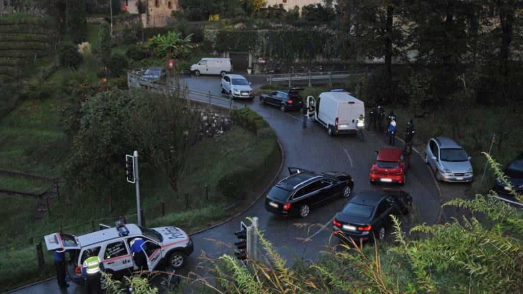 Die Polizei hat im Tessin sechs Männer festgenommen, die offenbar einen Überfall auf einen Geldtransporter planten.