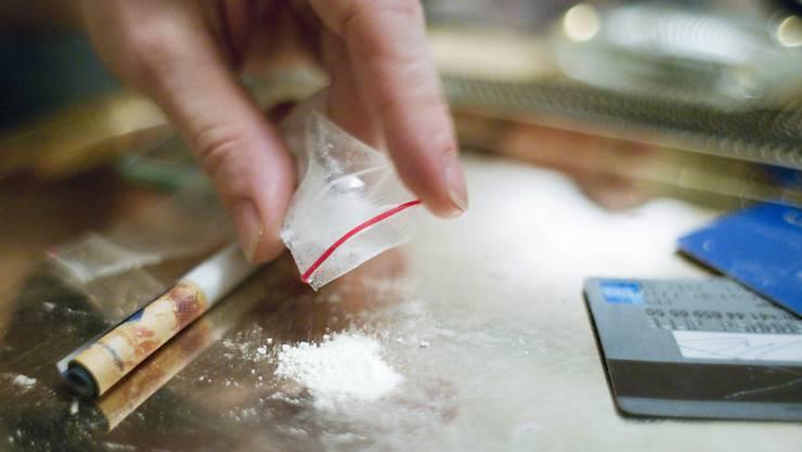 Die Stadtpolizei Zürich hat am Dienstagabend zwei Drogendealer im Alter von 28 und 29 Jahren verhaftet. (Symbolbild)