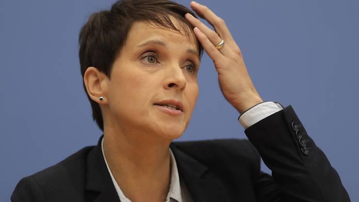Die frühere AfD-Chefin Frauke Petry muss sich wegen des Verdachts auf Meineid  vor Gericht verantworten. (Archiv)
