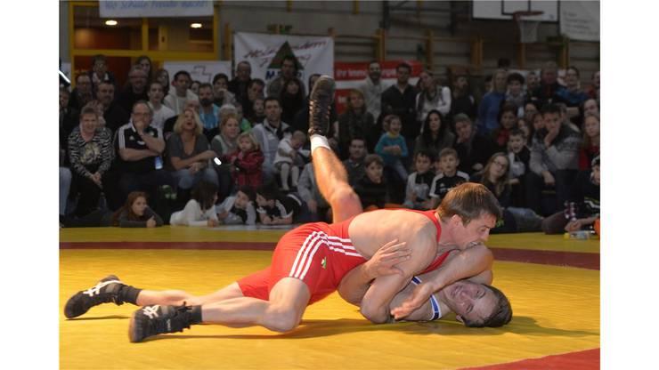 Christian Huwiler (Freiamt, in rot) gegen Roger Heiniger.