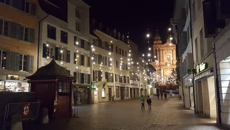 Jedes Jahr funkeln in den Gassen der Solothurner Altstadt die Weihnachtsbeleuchtungen. (Archivbild)