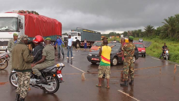 Ein Checkpoint an der Grenze zwischen Guinea und Sierra Leone.