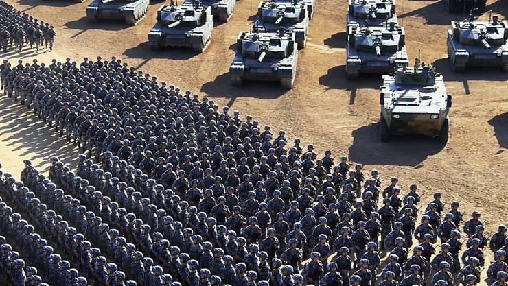 China feiert mit einer gigantischen Militärparade den 90. Jahrestag der Gründung seiner Streitkräfte und demonstriert einen neuen Machtanspruch.