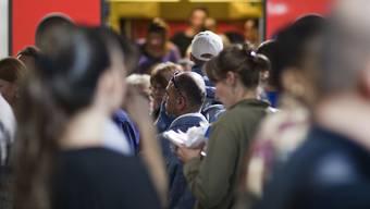 Eine Mehrheit der Pendler möchten, dass ihnen die Reisezeit zum Arbeitsplatz als Arbeitszeit angerechnet wird. Beim Bund wir dieser Wunsch erfüllt. (Archivbild)