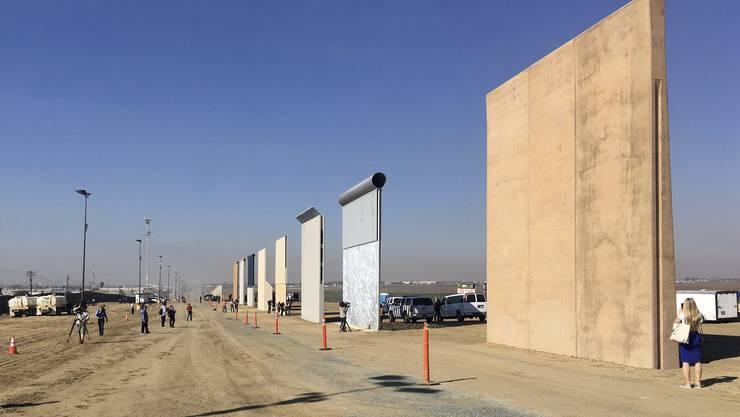Im kalifornischen San Diego wurden acht Prototypen für eine Grenzmauer zu Mexiko aufgestellt.