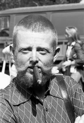 """Aufgrund seines Stumpen-Konsums wurde Herbert Müller von vielen """"Stumpen-Herbi"""" genannt."""