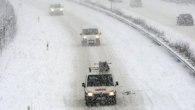 Schnee auf der deutschen Autobahn A21