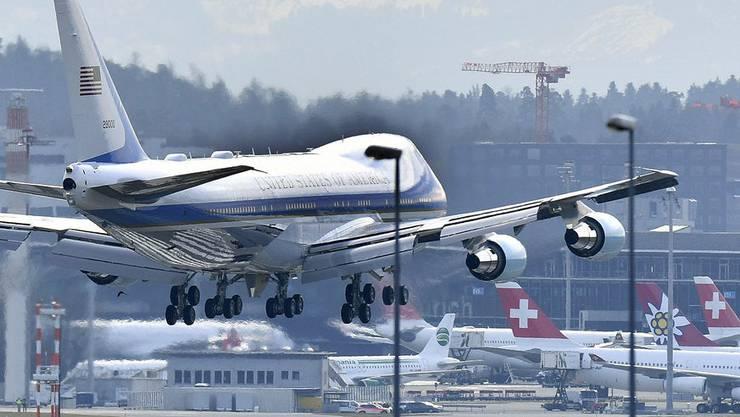 Die Air Force One wird voraussichtlich am Dienstag in Kloten landen. Und für viel Unruhe sorgen.
