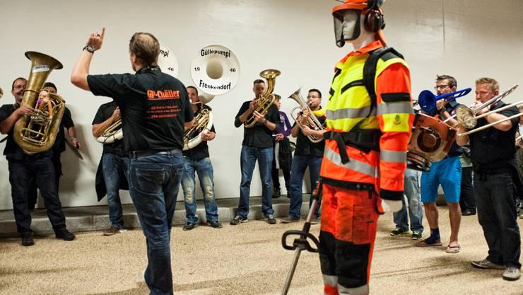 Die Bläser der Güllepumpi aus Frenkendorf haben Freude an der halligen Akustik.