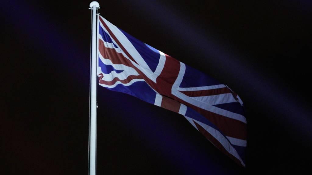 Britische Wirtschaft bricht um rund ein Fünftel ein