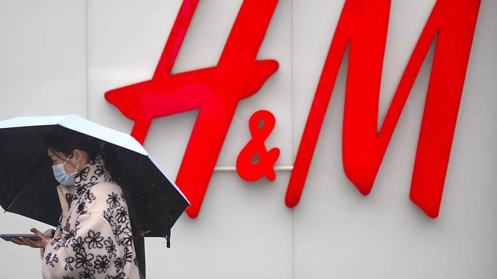 Die Geschäfte beim Moderiesen H&M laufen wieder wie am Schnürchen. (Archivbild)