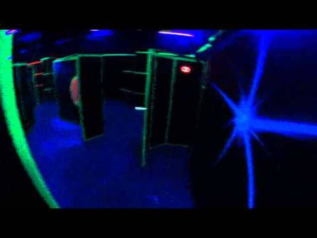 Dunkle Räume, schrille Farben: So sieht Lasertag aus.
