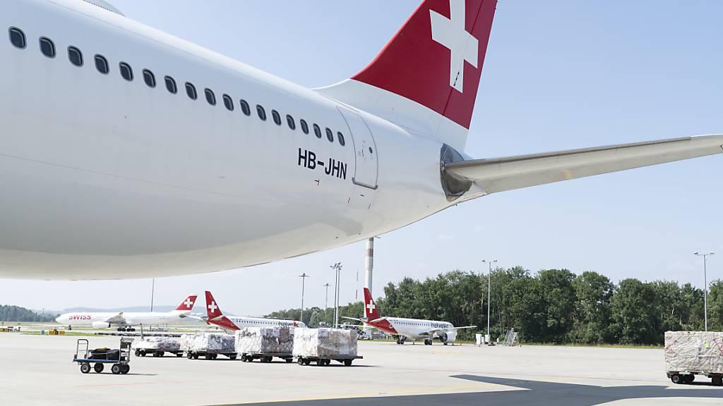 Die Swiss hat vergangenes Jahr die Möglichkeit erhalten, 1,5 Milliarden in Form eines staatlich verbürgten Bankkredits zu beziehen. Diesen Betrag will die Airline aber höchstens zur Hälfte ausschöpfen. Sie hat bereits begonnen, den bisher bezogenen Betrag zurückzuzahlen. (Archivbild)
