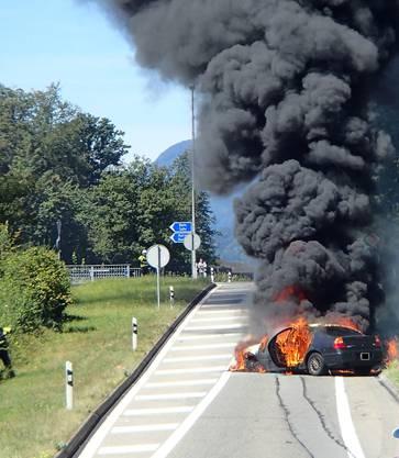 Die Polizei sperrte den Abschnitt umgehend. Der Verkehr konnte bis kurz nach 15 Uhr die Autobahnausfahrt Buchs nicht befahren.