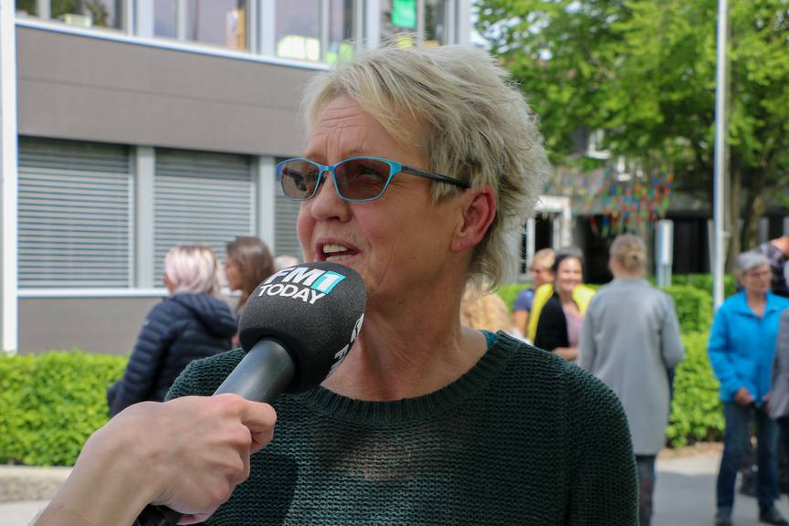 Primarschullehrerin Gabriela Büsser ist zufrieden mit dem Lied. (Bild: FM1Today/Nina Müller)