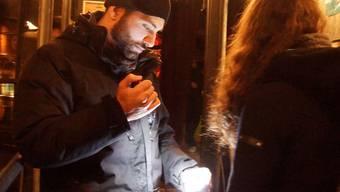 Alterskontrolle vor der Kuppel: «An Weihnachten sind die Leute eher gelassen», sagt Cem Orum.