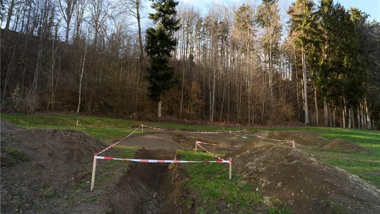 Was aussieht wie eine archäologische Fundstelle, sind die Grabungen eines Bauern auf der Suche nach Quellwasser.