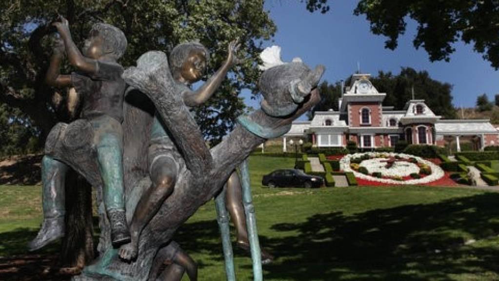 Eine Bronzeskulptur auf dem Gelände von Jacksons sagenumwobener «Neverland»-Ranch. Stücke aus dem Besitz des vestorbenen «King of Pop, Michael Jackson, sollen versteigert werden.