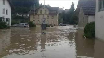 Diese Bilder zeigen eindrücklich, wie Uerkheim beim Unwetter vom 8. Juli 2017 überschwemmt wurde.