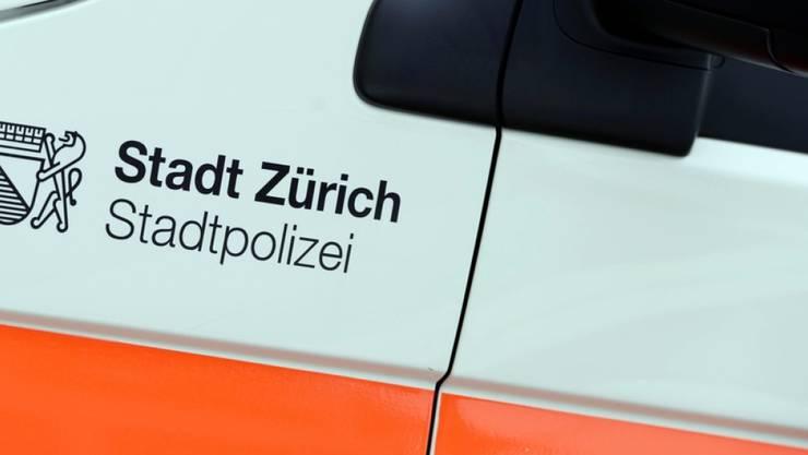 Die Stadtpolizei Zürich ist wegen eines unbekannten Gegenstandes im Grosseinsatz. (Symbolbild)