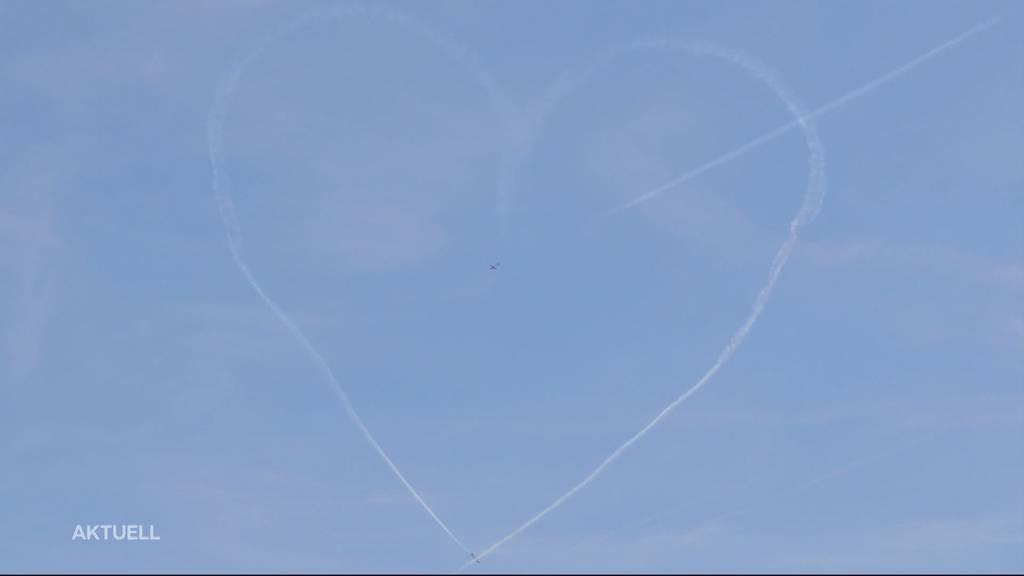 Spektakuläre Luftakrobatik an den Flugtagen in Grenchen