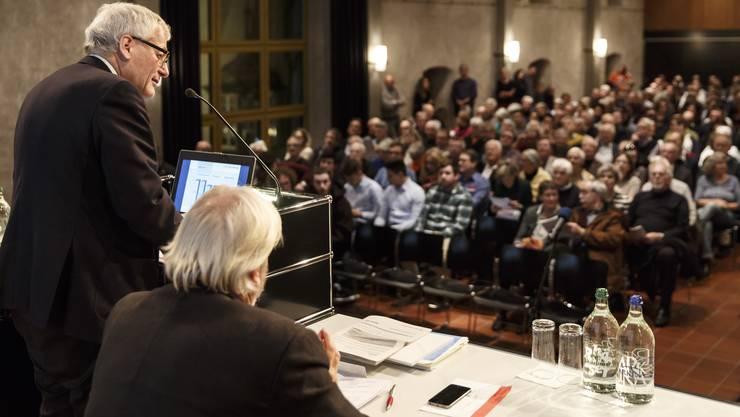 Diesmal treten Kurt Fluri und Beat Käch vor der Gemeindeversammlung geeint in Sachen Steuersenkung auf.